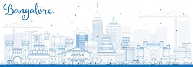 Skizzieren sie die skyline von bangalore mit blauen gebäuden. Premium Vektoren