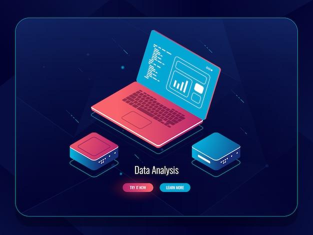 Soft-entwicklungs-isometrie, webdesign-prozess, laptop mit daten, programmierung und code-schreiben Kostenlosen Vektoren