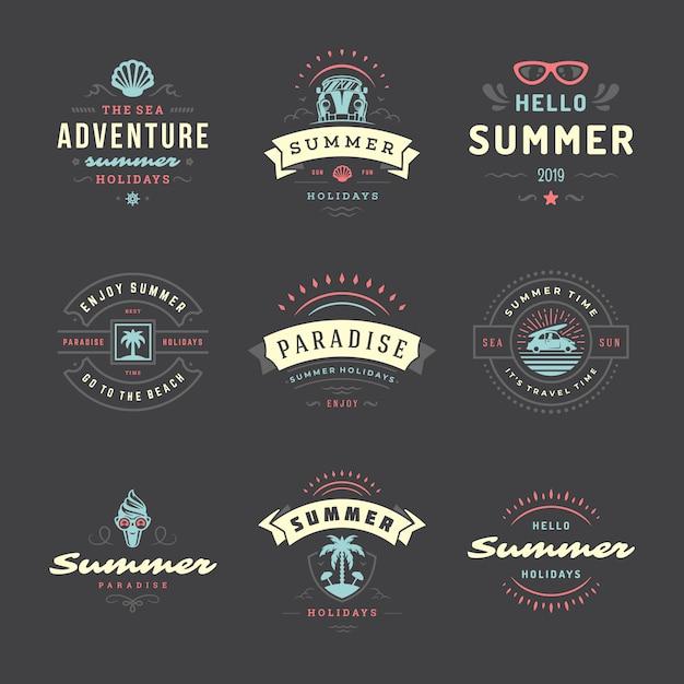Sommerferien etiketten und abzeichen typografie design-set. Premium Vektoren