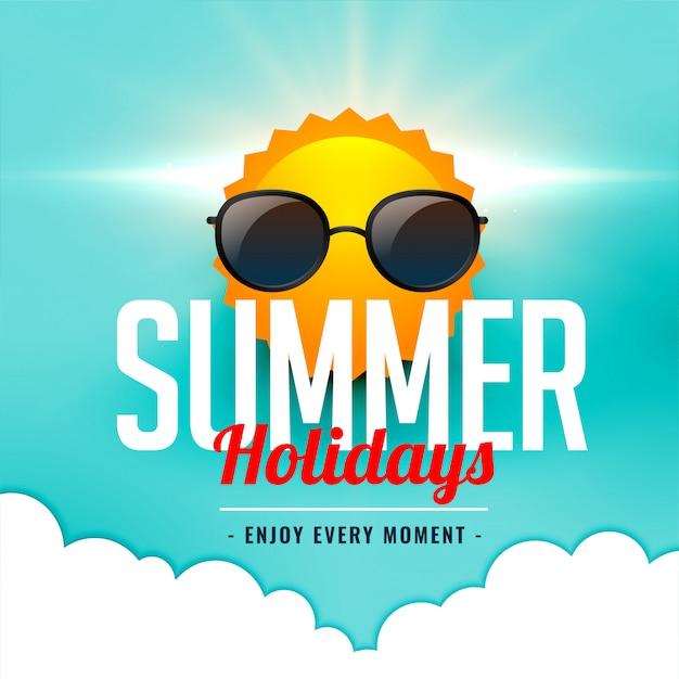 Sommerferienkarte mit tragender sonnenbrille der sonne Kostenlosen Vektoren