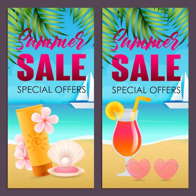 Sommerschlussverkaufbeschriftungen stellten mit lichtschutz und cocktail auf strand ein Kostenlosen Vektoren