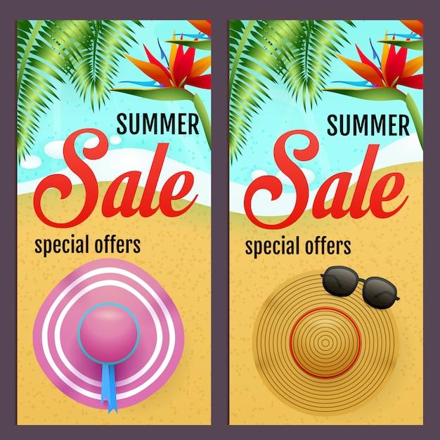 Sommerschlussverkaufbeschriftungen stellten mit sommerhüten auf strand ein Kostenlosen Vektoren