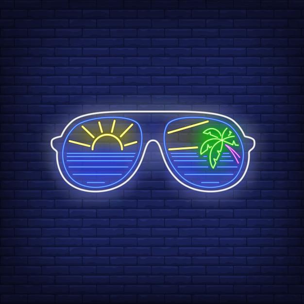 Sonnenbrille mit see-, sonnen- und palmereflexionsleuchtreklame Kostenlosen Vektoren