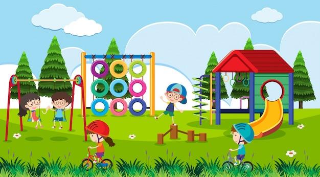 Spielplatzszene mit glücklichen kindern tagsüber Premium Vektoren