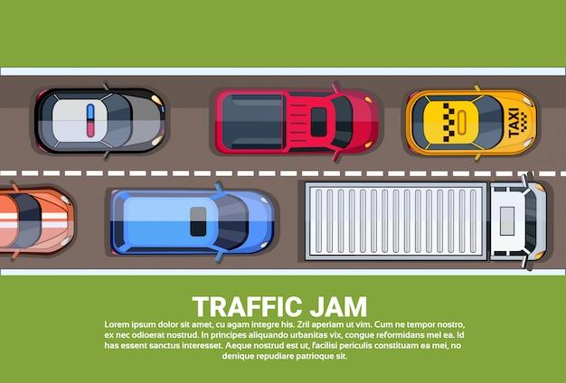 Stau auf landstraßen-draufsicht mit der straße voll von den verschiedenen autos Premium Vektoren