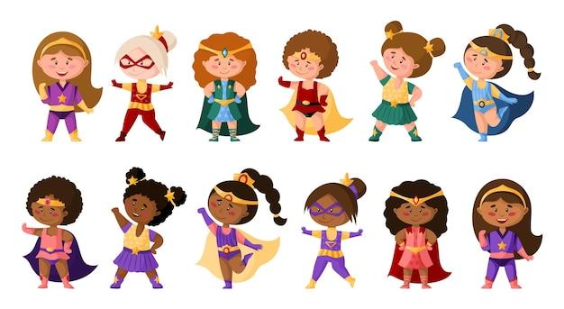 Superhelden-karikaturmädchen in superkostümen, niedliche afroamerikanische weibliche charaktere isolierte clipart auf weißem hintergrund, superhelden-comic-baby-mädchen, kindisches illustrationsset Premium Vektoren