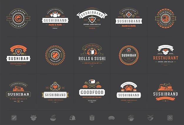 Sushi restaurant logos und abzeichen setzen japanisches essen mit sushi lachsrollen vektor-illustration Premium Vektoren