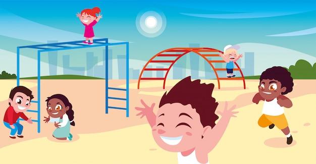 Szene der kinder, die im park lächeln und spielen Premium Vektoren