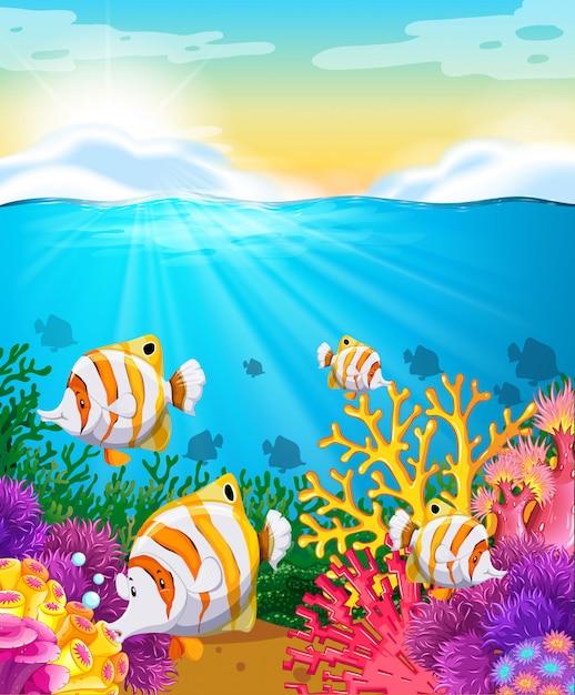 Szene mit fischen unter dem ozean Kostenlosen Vektoren