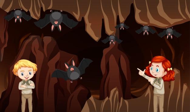 Szene mit kindern und fledermäusen in der höhle Kostenlosen Vektoren