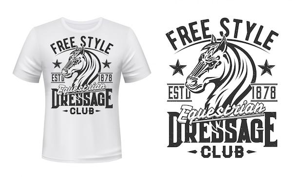 T-shirt druck mit pferdesport hengst pferdesport Premium Vektoren