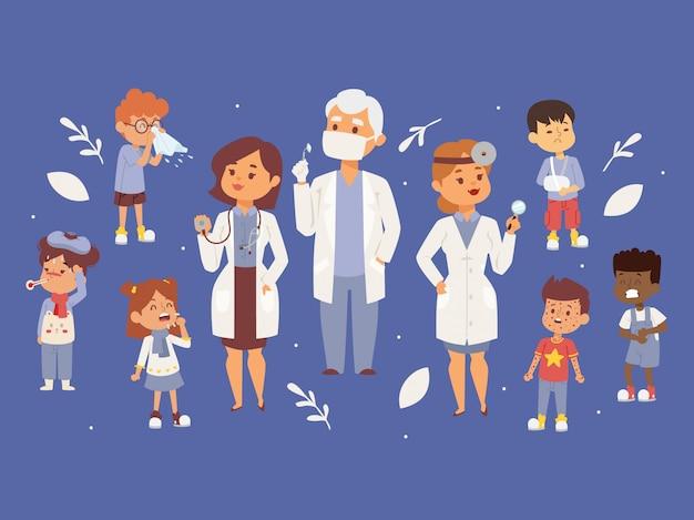 Team von kinderärzten mit kranken kindern Premium Vektoren