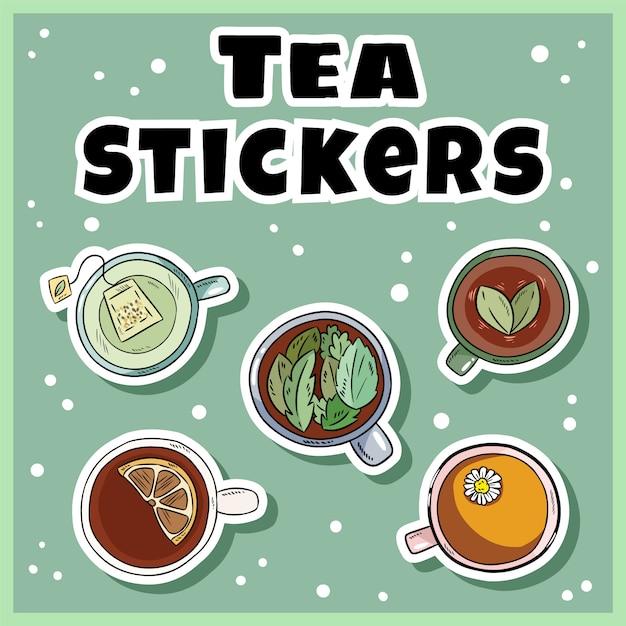 Tee-aufkleber-set. tassen grüner und kräutertee-etiketten-auflistung. handgezeichnete cartoon-tassen Premium Vektoren