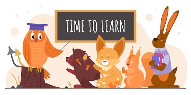Tiere studieren in der schule illustration. karikatur-eulenlehrer mit zeiger, der wilde waldschüler-tiercharaktere lehrt, igel-fuchs-eichhörnchenhase, der auf weiß studiert und schult Premium Vektoren