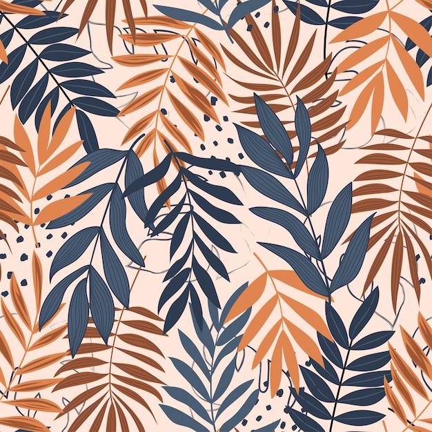 Trend nahtlose muster mit tropischen blättern und hellen farben Premium Vektoren