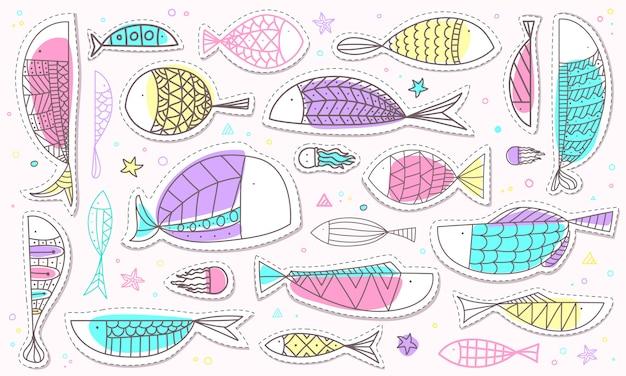 Übergeben sie gezogene fisch- und meeresflora und -fauna-aufklebersammlung in der pastellfarbe Premium Vektoren