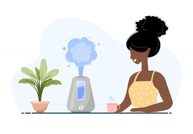 Ultraschall-luftbefeuchter mit zimmerpflanzen. afroamerikanerin genießt die frische feuchte luft zu hause. haushaltsgeräte für einen gesunden lebensstil. moderne illustration im flachen karikaturstil. Premium Vektoren