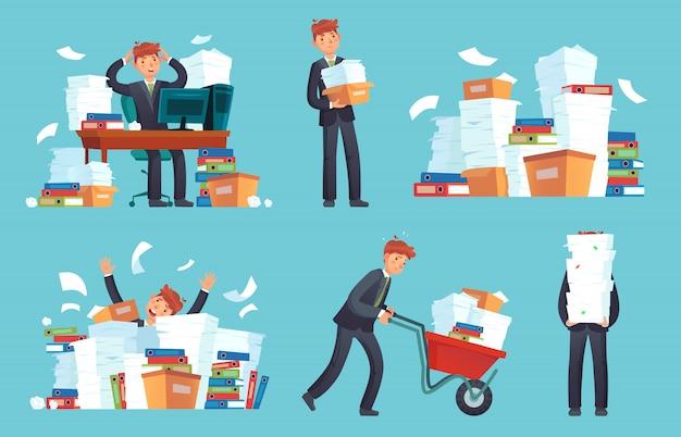 Unorganisierte büropapiere, geschäftsmann überwältigten arbeit, unordentlicher papierdokumentenstapel und aktenstapelkarikatur Premium Vektoren
