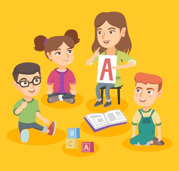 Unterrichtende kinder des kaukasischen lehrers das alphabet. Premium Vektoren