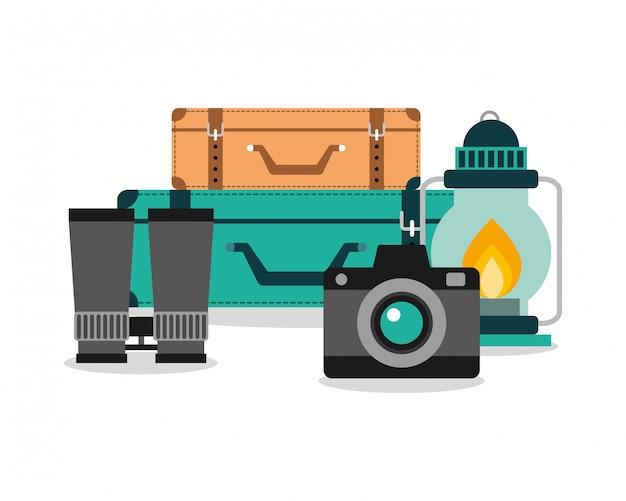 Urlaubsausrüstung set kamera gepäck lampe und fernglas Premium Vektoren