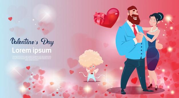Valentine day gift card-ferienliebhaber-paar-liebes-amor-herz-form Premium Vektoren