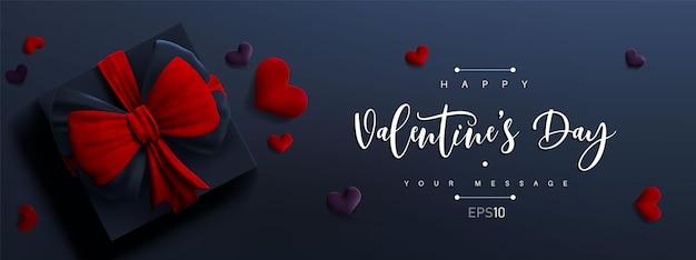 Valentinstag banner. 3d geschenkbox mit roter schleife und herzen. nettes liebesbanner oder valentinsgrußkarte. Premium Vektoren