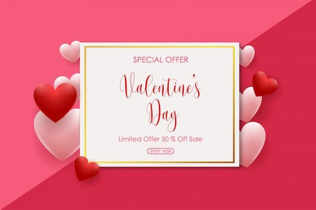 Valentinstagverkauf mit den rosa und roten geformten herzballonen Premium Vektoren