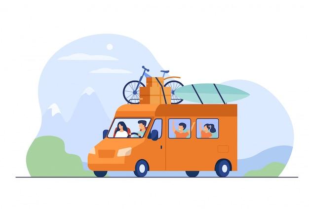 Vater, mutter und kinder reisen im wohnmobil Kostenlosen Vektoren