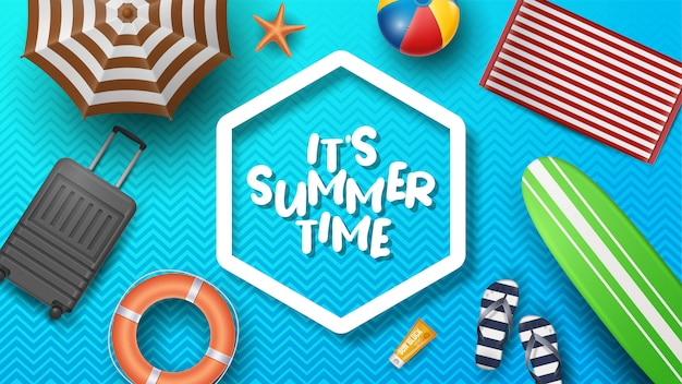 Vektor-sommerferien-illustration mit strandball, palmblättern, surfbrett und typografie-brief auf muster. Premium Vektoren