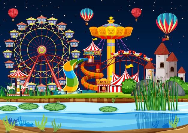Vergnügungspark mit sumpfszene bei nacht mit luftballons Kostenlosen Vektoren