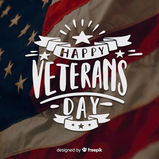 Veterans day schriftzug mit bändern Kostenlosen Vektoren