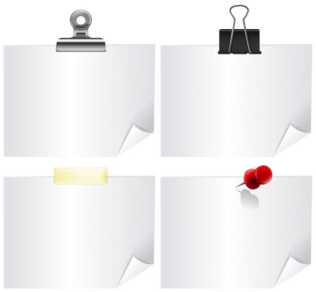 Vier whitepaper mit büroklammern Kostenlosen Vektoren