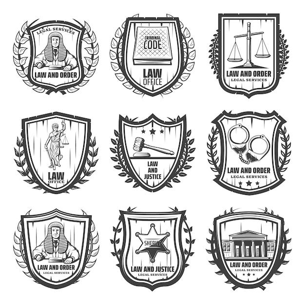 Vintage gerechtigkeit embleme mit richter gesetz buch skalen themis statue hammer handschellen sheriff abzeichen gerichtsgebäude isoliert Kostenlosen Vektoren