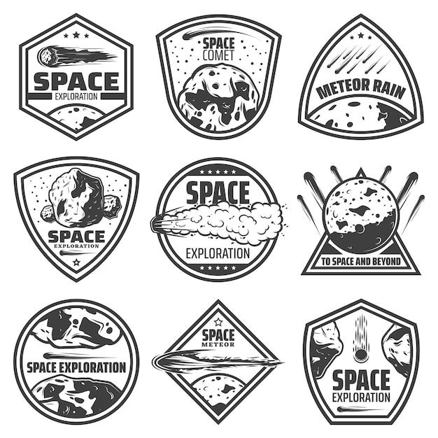 Vintage monochrome kometenetiketten mit inschriften fallen meteore asteroiden und meteoriten isoliert Kostenlosen Vektoren