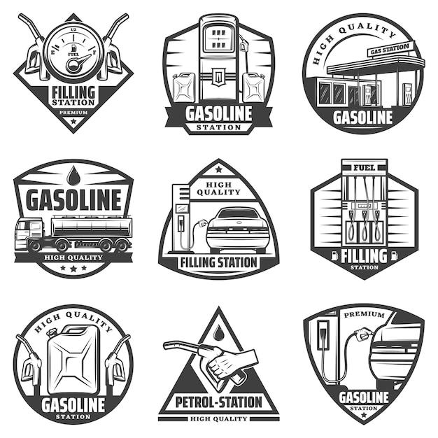 Vintage monochrome tankstellenetiketten mit tankanzeige pumpen düsen auto nachfüllen kanister lkw transport benzin isoliert Kostenlosen Vektoren