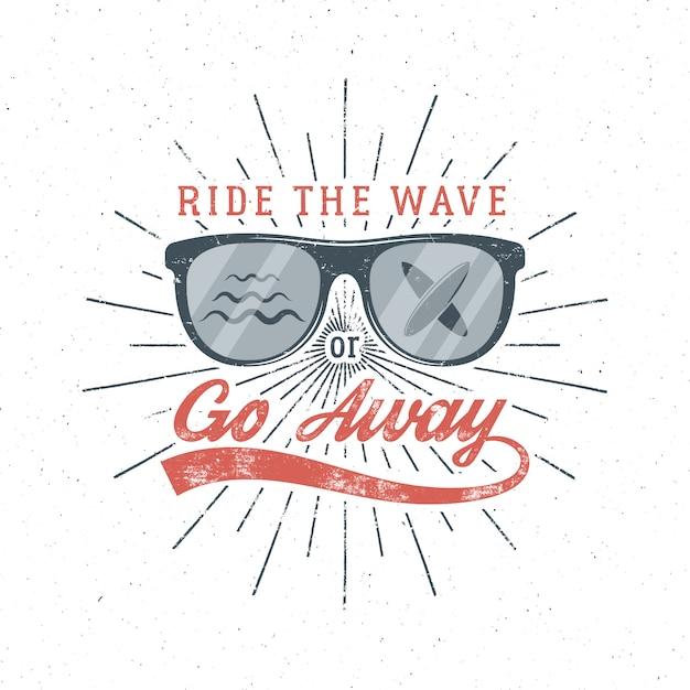 Vintage surfing graphics und poster für web-design oder print. surfer brille emblem sommer strand logo und typografie zeichen Premium Vektoren
