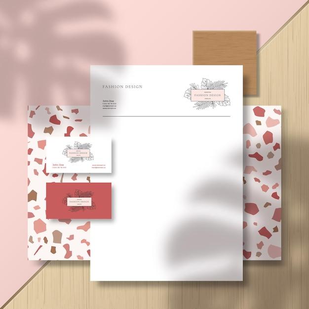 Visitenkarten und briefkopf auf terrazzo-musterfliese und -oberfläche Premium Vektoren
