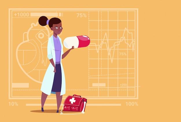 Weiblicher afroamerikaner-doktor holding pill medical clinics worker hospital Premium Vektoren