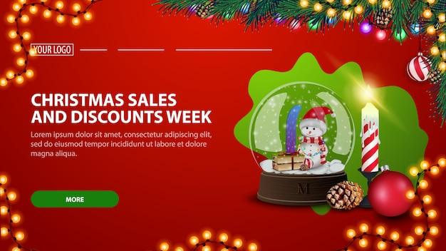Weihnachtsgeschäfts- und rabattwoche, moderne rote rabattfahne mit schneekugel und weihnachtskerze Premium Vektoren