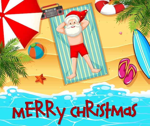 Weihnachtsmann, der sonnenbad am strand mit sommerelement und frohe weihnachtsschrift nimmt Kostenlosen Vektoren