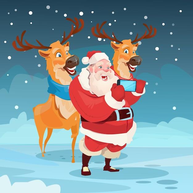 Weihnachtsmann mit dem ren, das selfie-foto macht Premium Vektoren