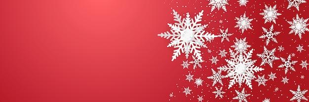 Weihnachtsneujahrshintergrund mit schneeflockendekoration im papierstilkonzept Premium Vektoren