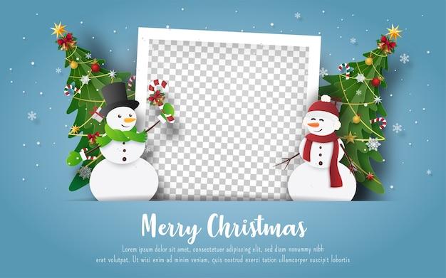 Weihnachtspostkarte mit schneemann und leerem fotorahmen Premium Vektoren