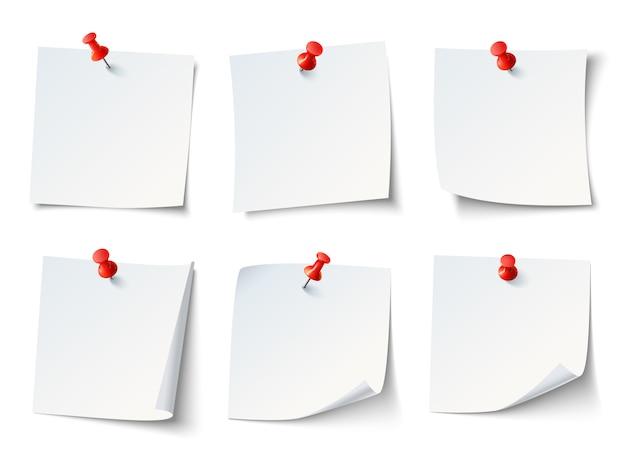 Weiße leere zeichenpapiere, anmerkungen über rote reißzwecke. Premium Vektoren