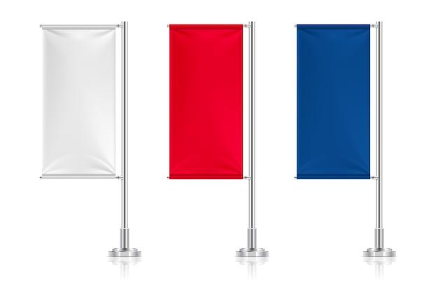 Weiße, rote und blaue textilflaggen gesetzt Premium Vektoren