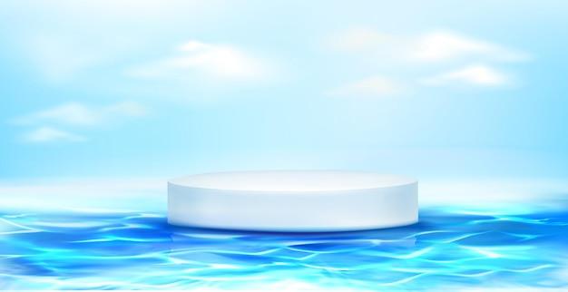 Weißes rundes podium, das auf blauer wasseroberfläche schwimmt. Kostenlosen Vektoren