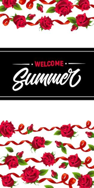 Willkommen sommer, banner mit roten bändern und rosen. kalligraphischer text auf schwarzem rechteck Kostenlosen Vektoren