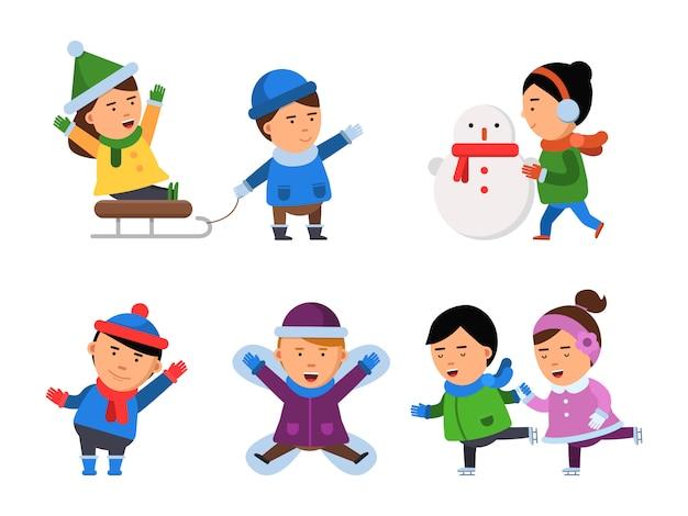 Winter lächeln zeichen. kinderschnee kleidet die jungenmädchen-weihnachtsfestkinder, welche die lokalisierten illustrationen spielen Premium Vektoren