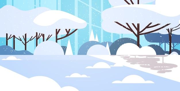Winterstadt schneebedeckten park bürogebäude nahaufnahme fassade stadtbild flache horizontale vektor-illustration Premium Vektoren