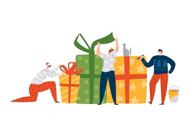 Winzige männer und frauen, die weihnachts- oder neujahrsgeschenke verzieren Premium Vektoren
